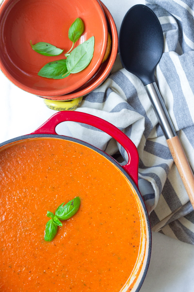 roasted tomato soup in dutch oven