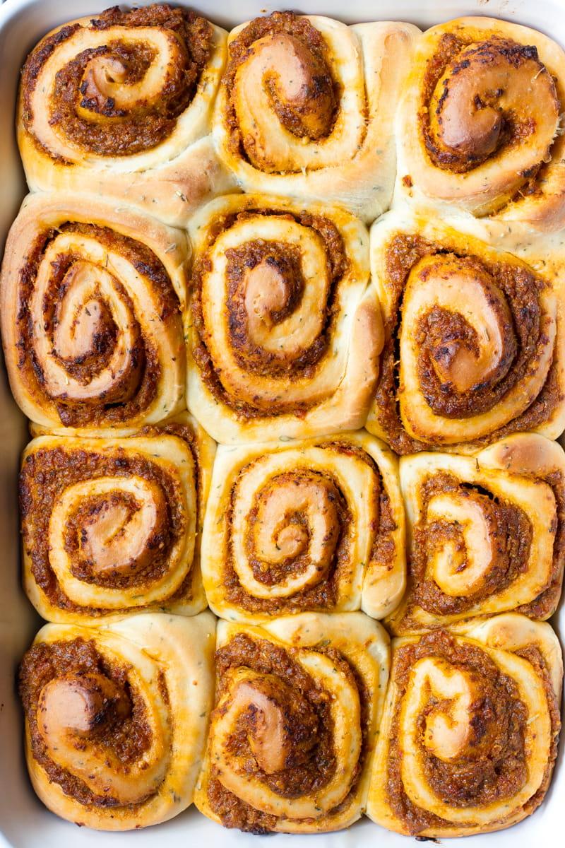 dinner rolls with pesto