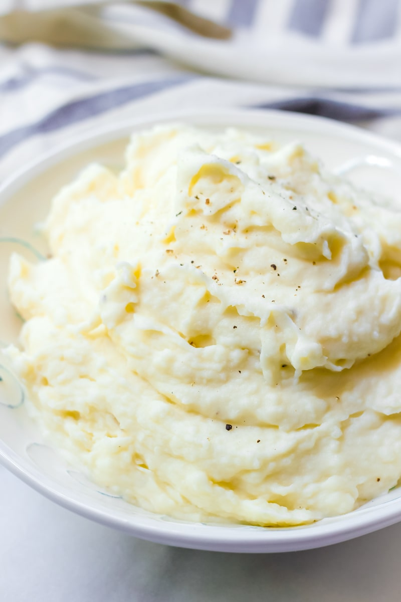 Fluffy Mashed Potatoes with Russet Potatoes