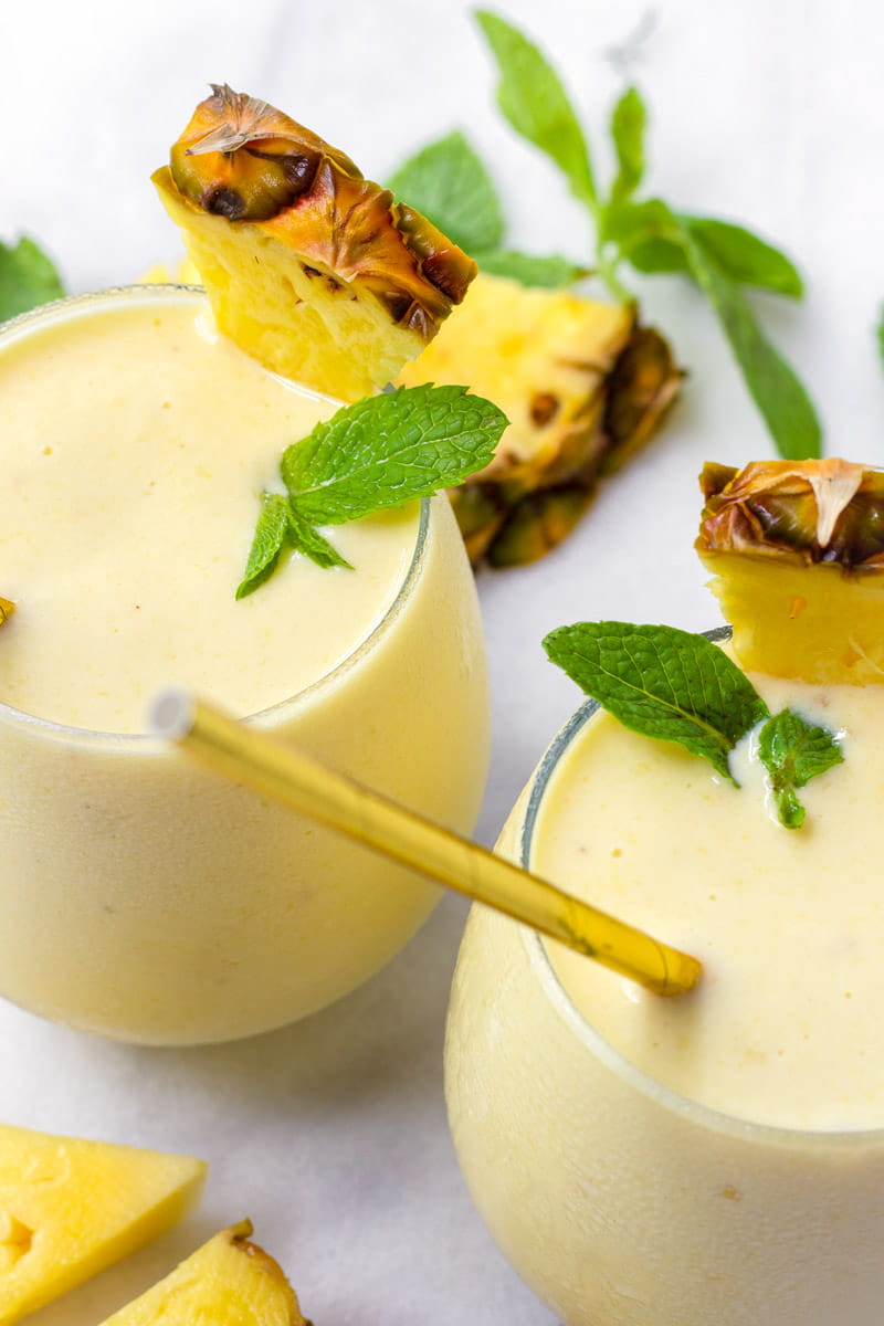 Banana smoothies with fresh pineapple slices