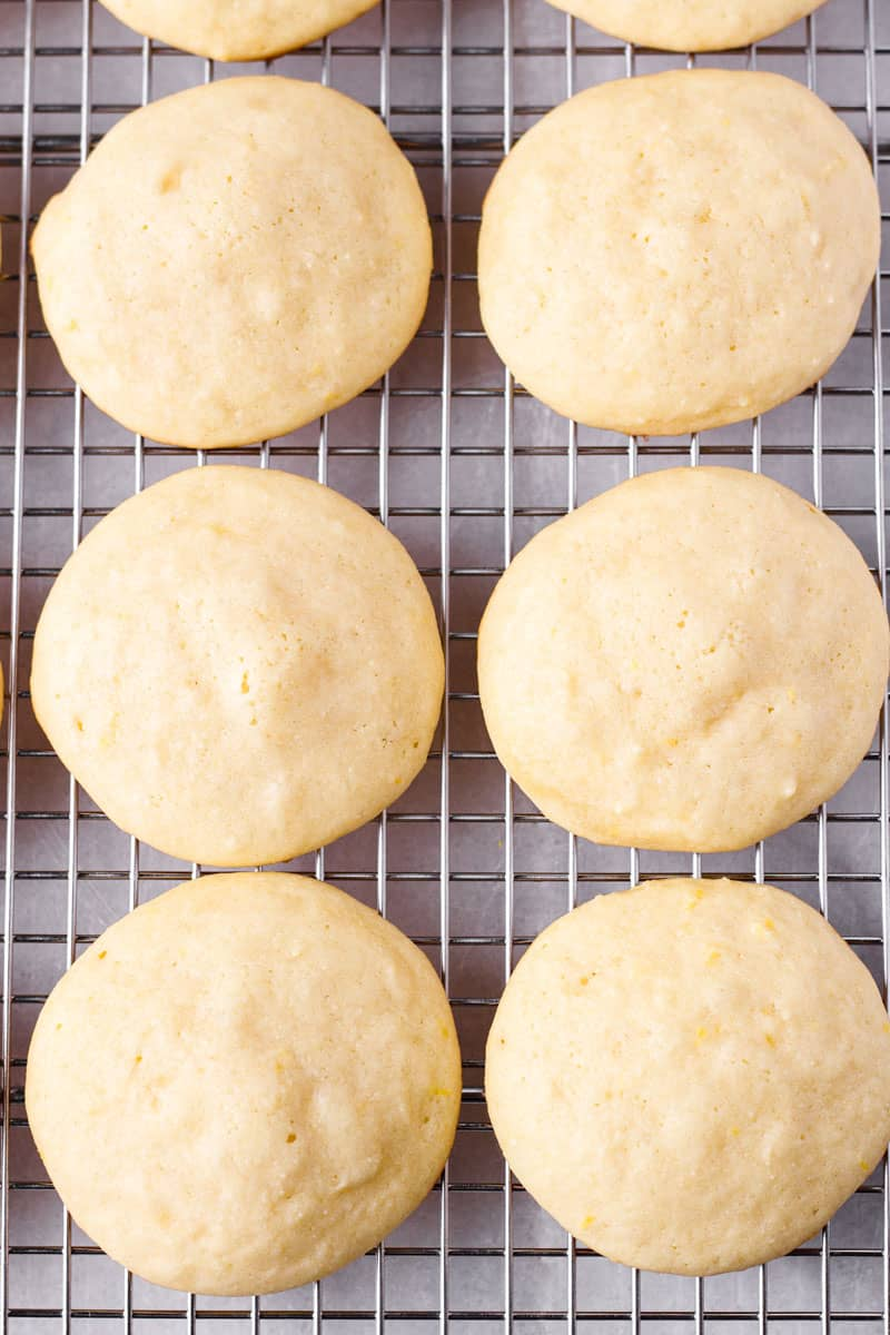 Six cookies without glaze on a cooling rack