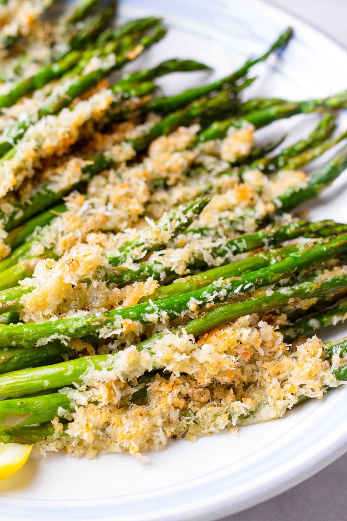 close up of parmesan asparagus with breadcrumbs